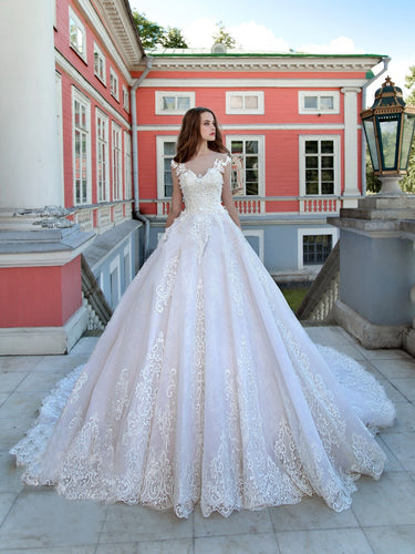 Luxury Wedding Dresses Ball Gown Sweep Train Sexy Lace Beautiful Big Bridal Gown JKW162