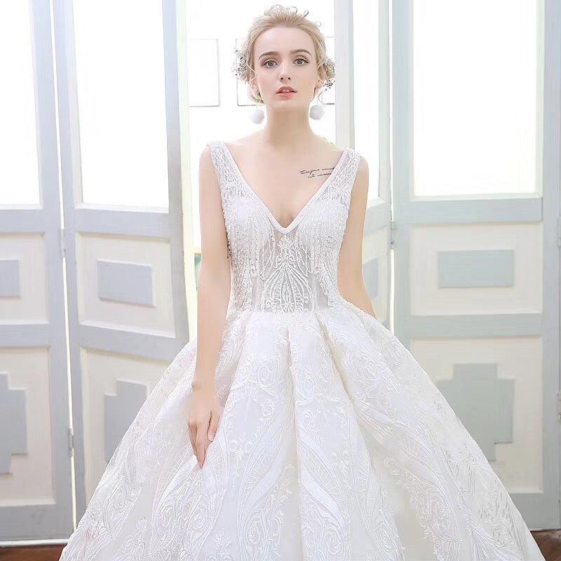 Luxury Wedding Dresses Ball Gown V-neck Sweep Train Lace Ivory Big ...