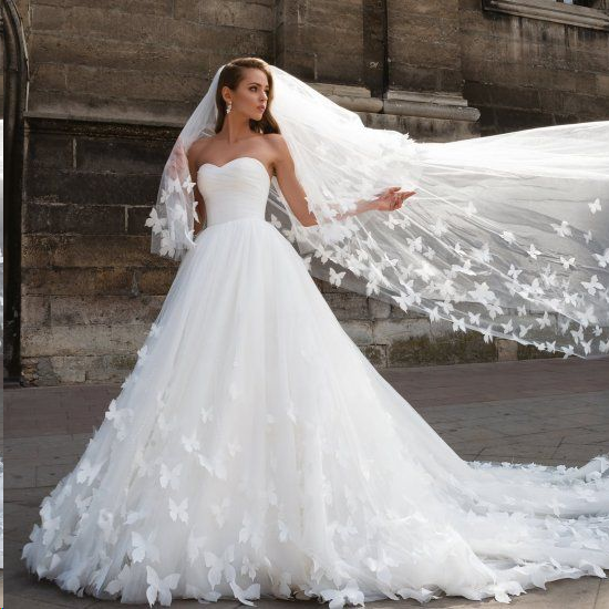 Beautiful Dresses To Wear To A Wedding: Beautiful Wedding Dresses With Long Train Sweetheart