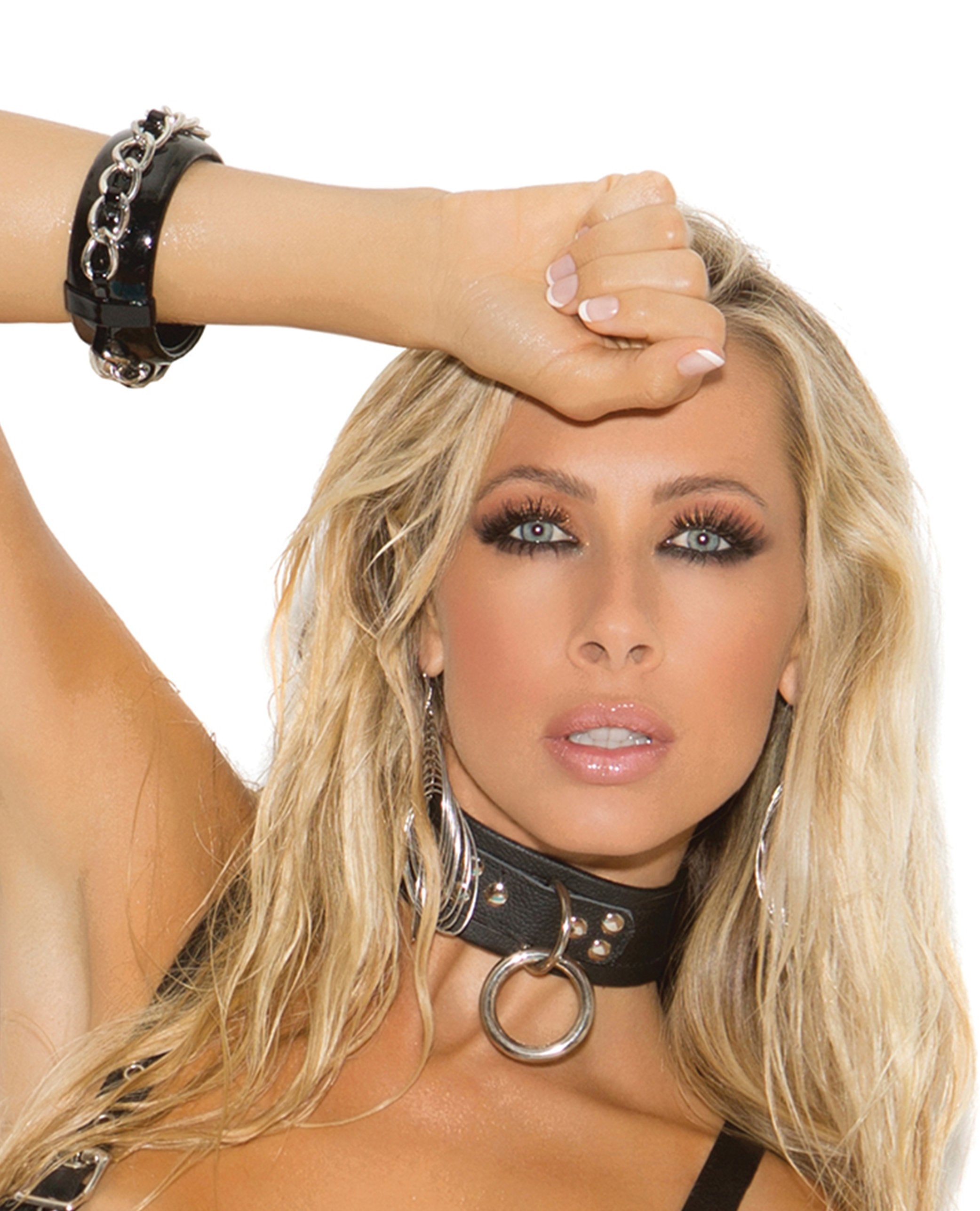 Leather Choker Collar with Ring sex toys size one size color black Nakees