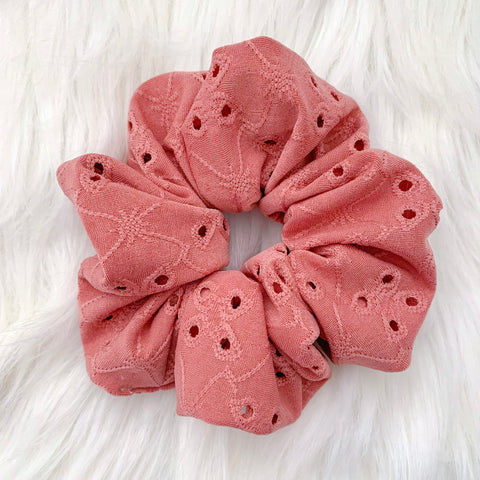 DUSTY ROSE EYELET MAMA SCRUNCHIE