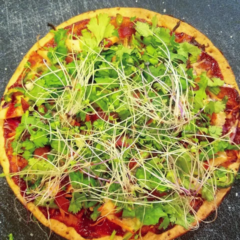 Allison Riebe‎‎_BBQ CHICKEN CAULIFLOWER CRUST PIZZA_HamamaRecipes_1.24.20