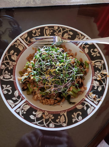 KatherineWhattoff-Hall_SuperSaladMix Farrow Bowl_HamamaRecipes_8.26.19.jpg
