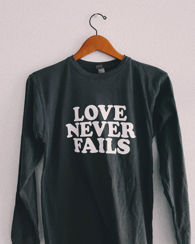 Love Never Fails Storm Gray Long-Sleeve Unisex T-Shirt