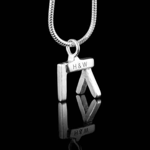 Belfast Jewellery by NI Silver. This collection of jewellery represents the tourist places to visit in Belfast.  The iconic places to visit in Belfast are great gifts for tourists and people visiting from Northern Ireland as well.