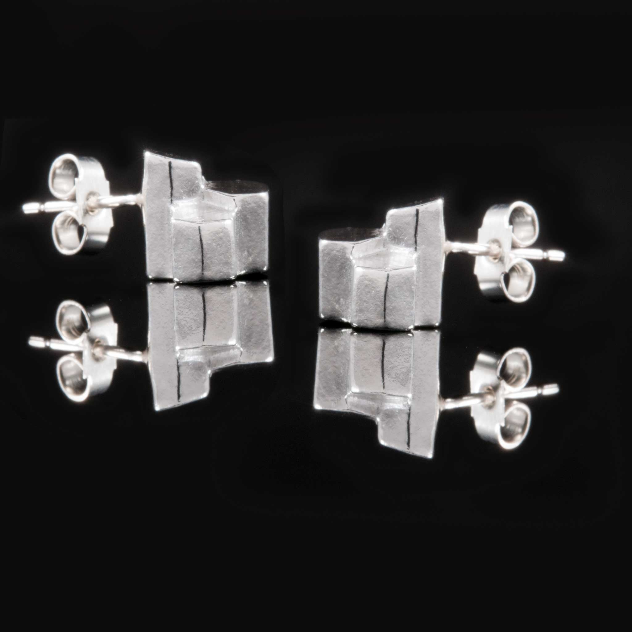 Side view of our stunning silver 925 Earrings.