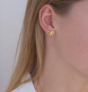 Tiny ondulado earrings - brass or silver