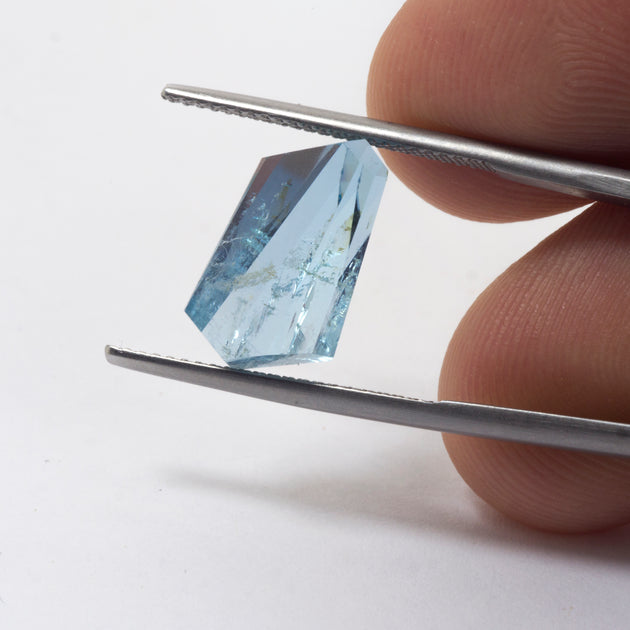 5.68ct Bespoke Geo Cut Aquamarine, beautiful aquamarine gemstone in pale sea green, sparkling pale blue beauty, bespoke cutting, responsible sourcing in Mozambique