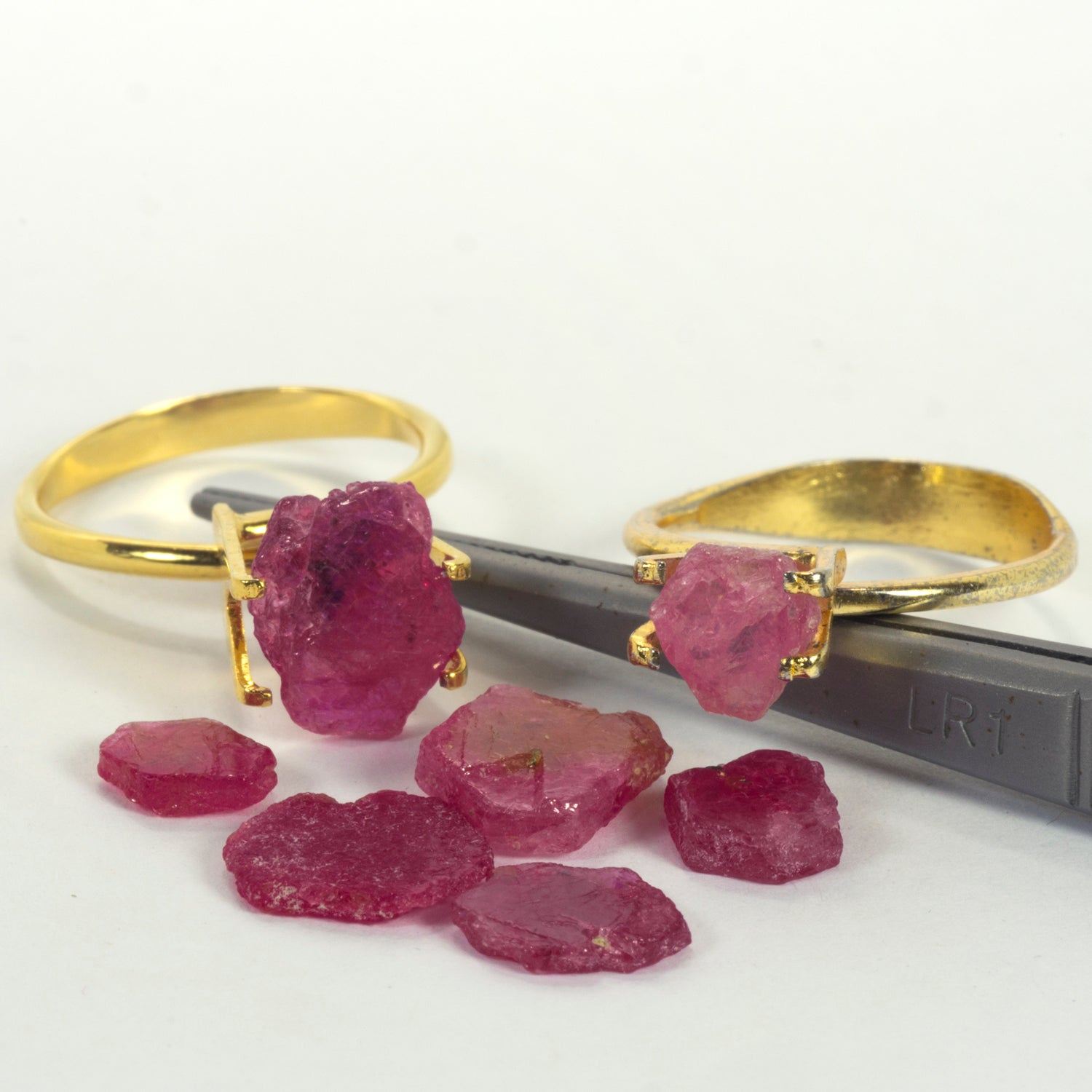 15.51ct Capstone Ruby/Pink Sapphire Crystal Rough Parcel