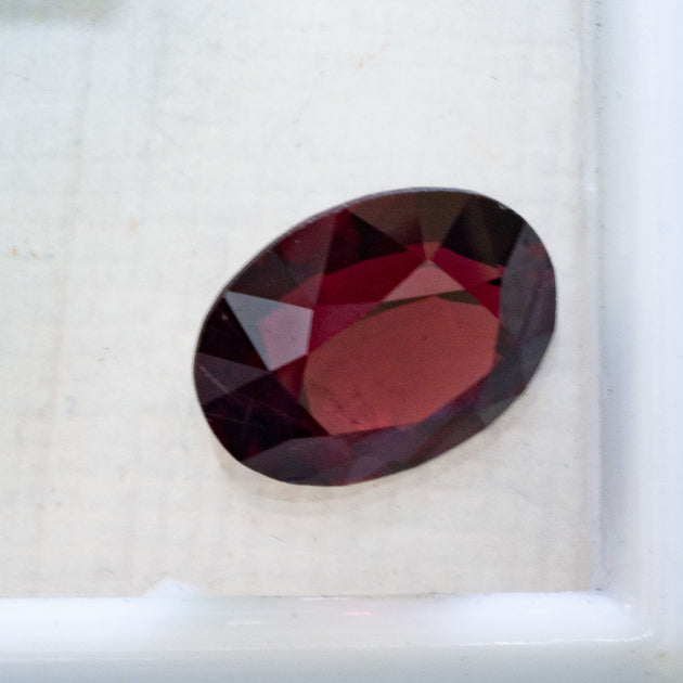 3.60ct Garnet in Oval Cut, deep red oval faceted gemstone for jewellery