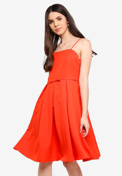 Lerisa Pleat Midi Dress In Red