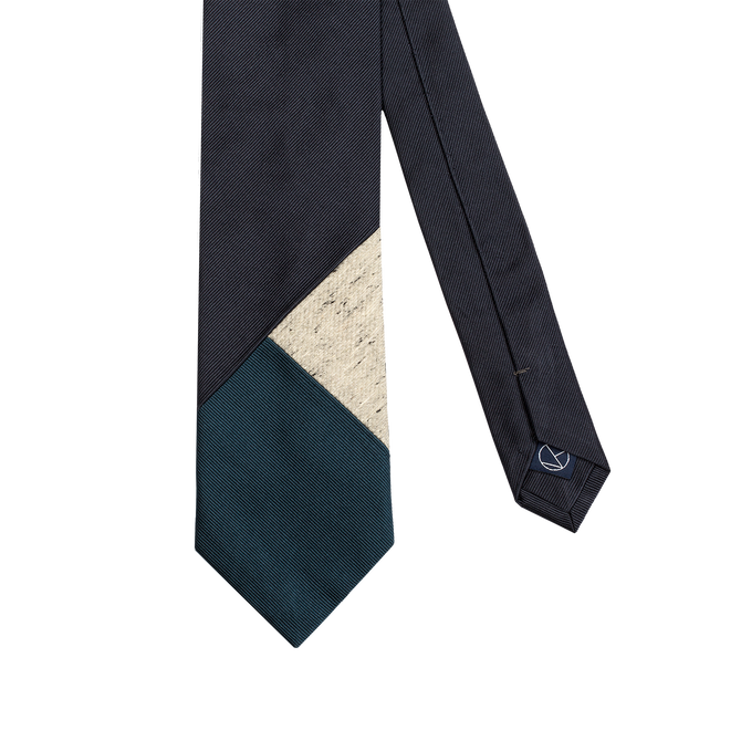Three-piece necktie combining a main navy color with light gray and light blue.