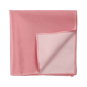 Pale pink pocket square with an edgy diamantino pattern.