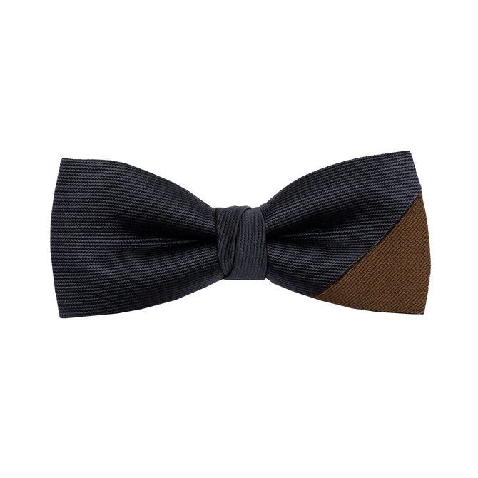 Two-piece bowtie with a navy saglietta and a camel warm silk on the lower right corner.