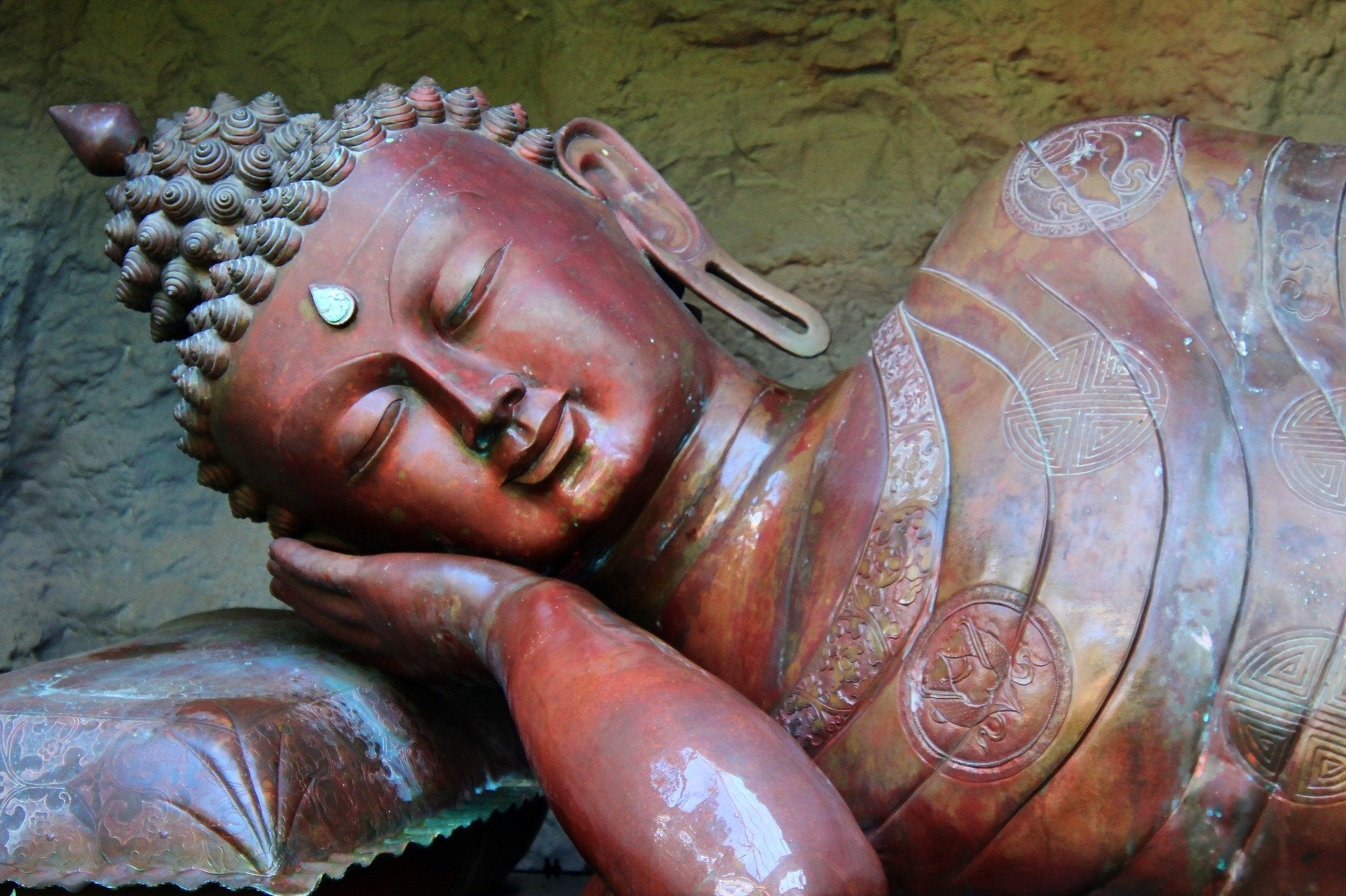 What Do I Need For Yoga Class - Top 7 Things You Need to Begin Yoga. sleeping buddha statue