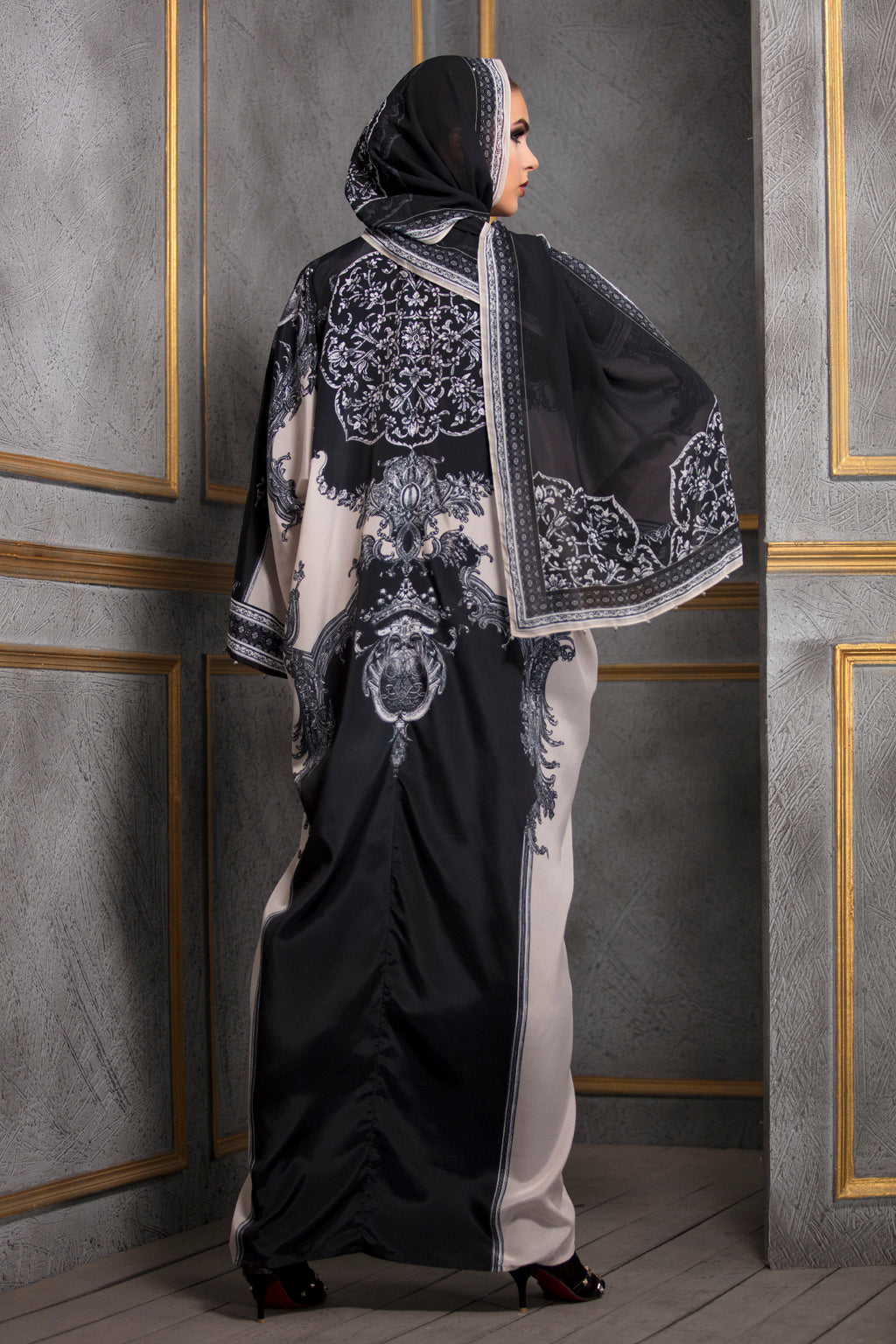 Rajdeep Ranawat-Cream & Black Kimono Dress With Stole-INDIASPOPUP.COM