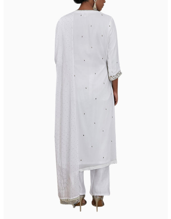 Umrao Couture - Off-White Embroidered Kurta Set - INDIASPOPUP.COM