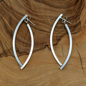 Load image into Gallery viewer, Sterling Silver Curved Bar Swing Earrings
