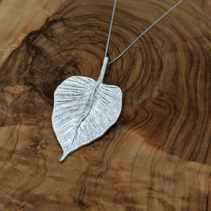 Load image into Gallery viewer, Sterling Silver Solid Textured Leaf Pendant Necklace