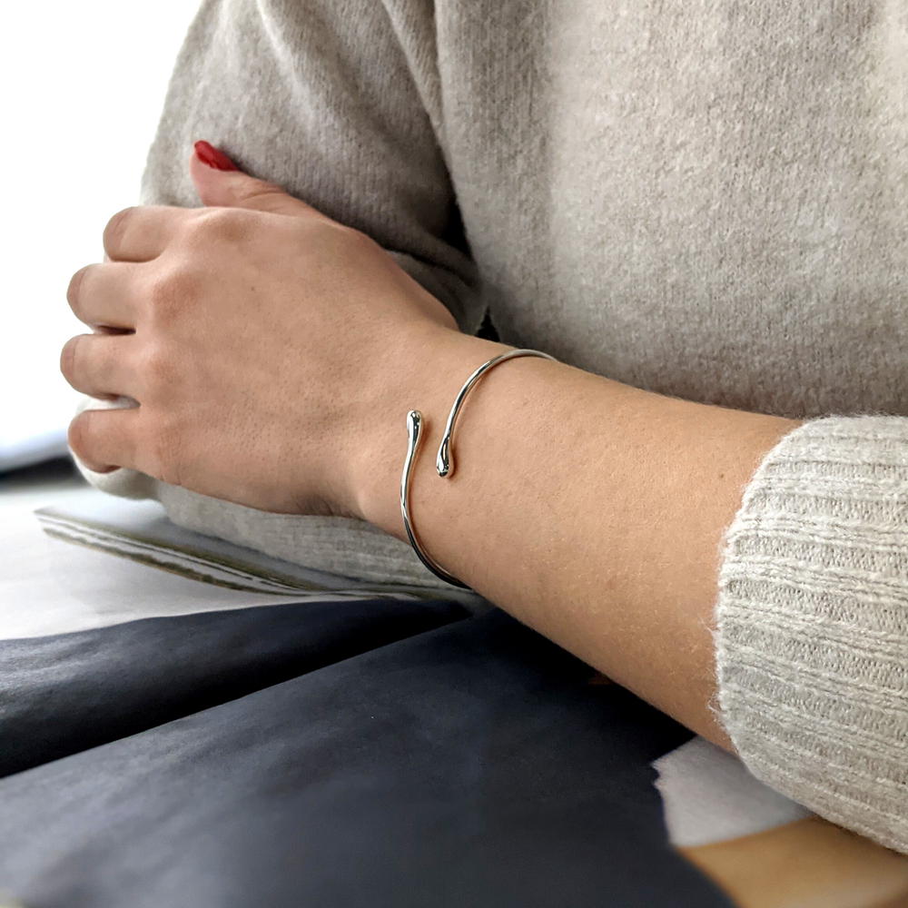 Load image into Gallery viewer, Sterling Silver Wrap Around Bangle