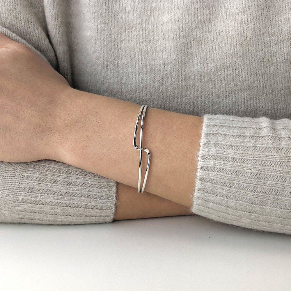 Load image into Gallery viewer, Sterling Silver Swirl Elegant Twist Bangle