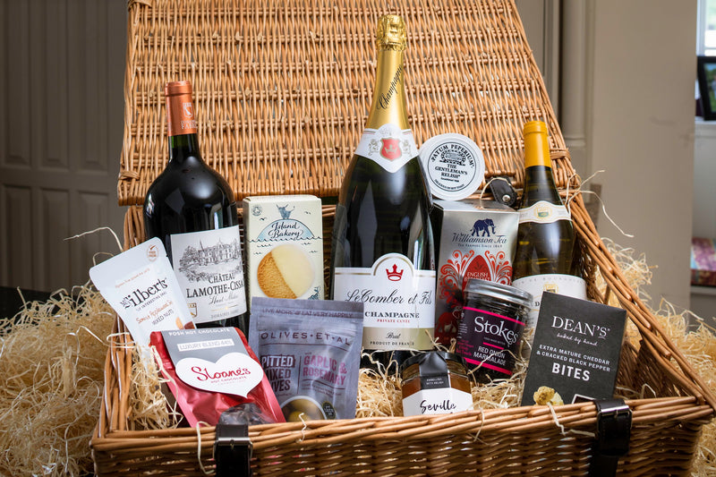 The churchill picnic hamper by Park Lane Champagne