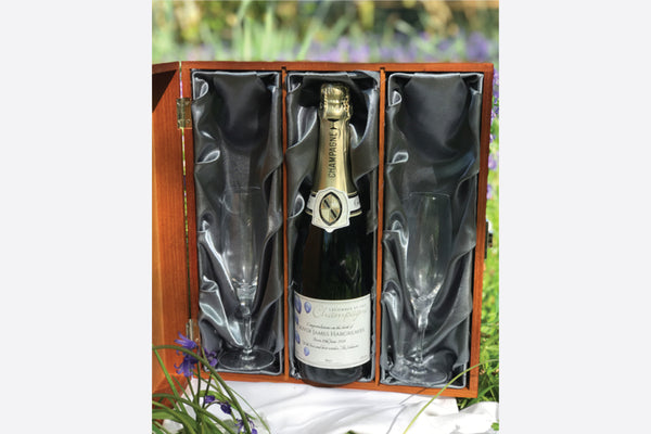 personalised champagne with two flutes in wooden gift set (750ml)