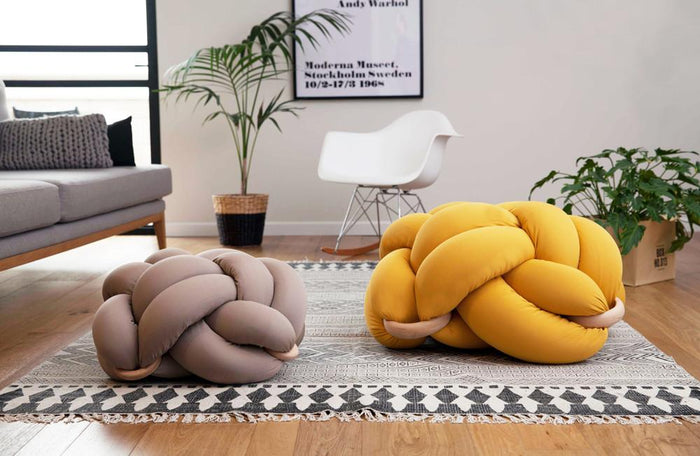 Medium Knot Cushion