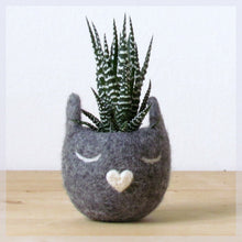 Succulent planter/Felt planter/ Cat head planter/indoor planter/Small succulent pot/cat lover gift/Grey cat vase/gift for her