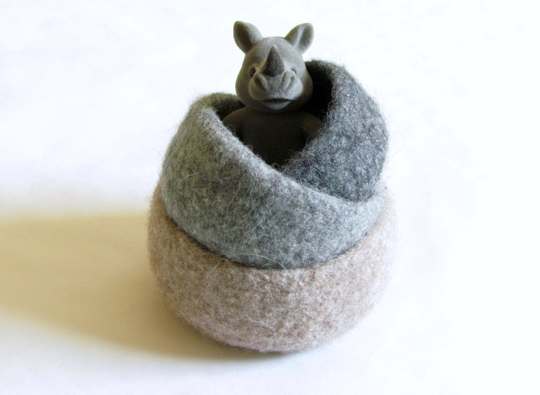 Felted wool bowls/Natural colors grey and beige/Eco-friendly gift/waldorf decor/desktop organizer