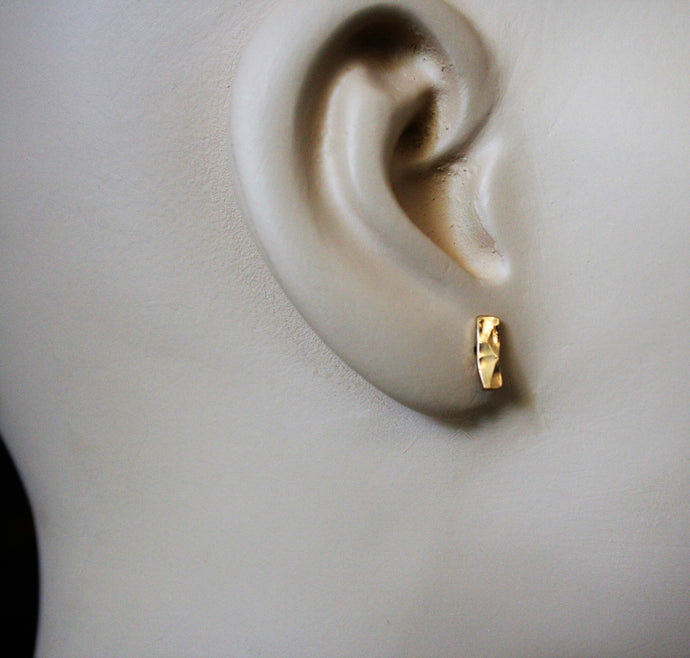 Judith Poe: (W) Gold Bar Stud Earrings