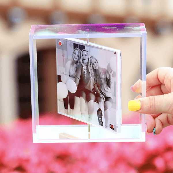 holographic rotating picture frame