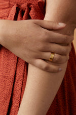 Able - Triple Wave Ring - Gold - Model