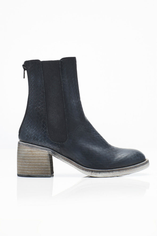ESSENTIAL CHELSEA BOOT - BLACK