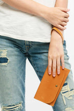 Able - Mare Phone Wallet - Cognac - Model