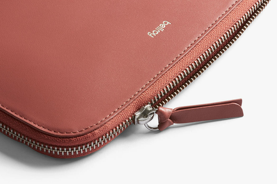 Bellroy - Clutch - Deep Blush - Detail