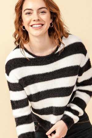 STRIPED CROP FUZZY SWEATER