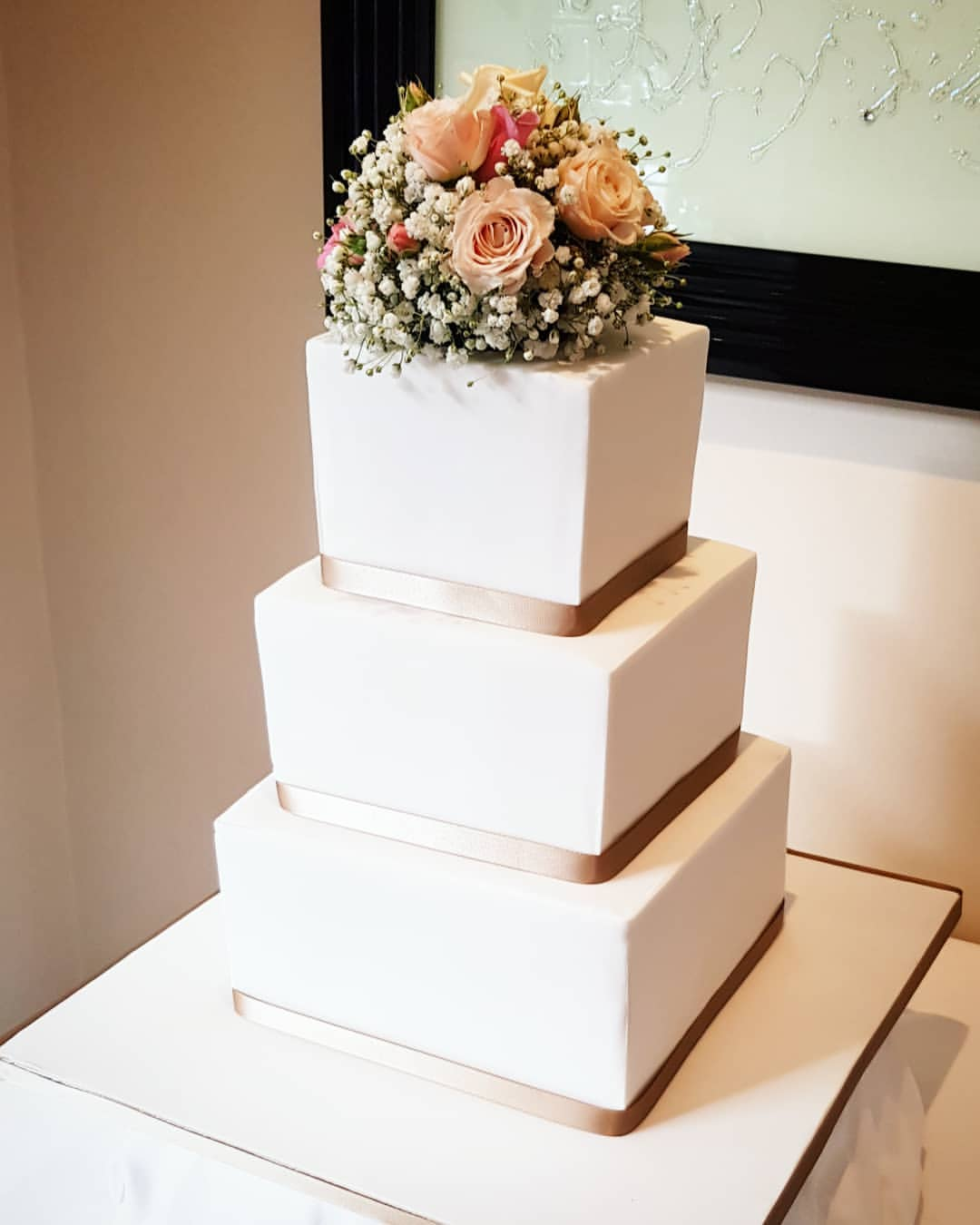 Three Tear Wedding Cakes.Simple Iced Three Tier Wedding Cake