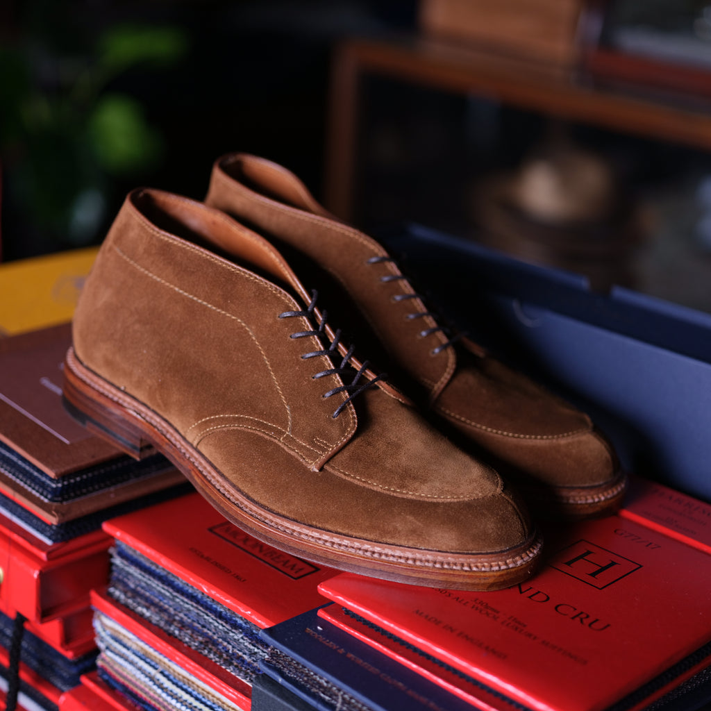 Alden x Brogue V-Tip Chukka Boot ( Snuff Suede)