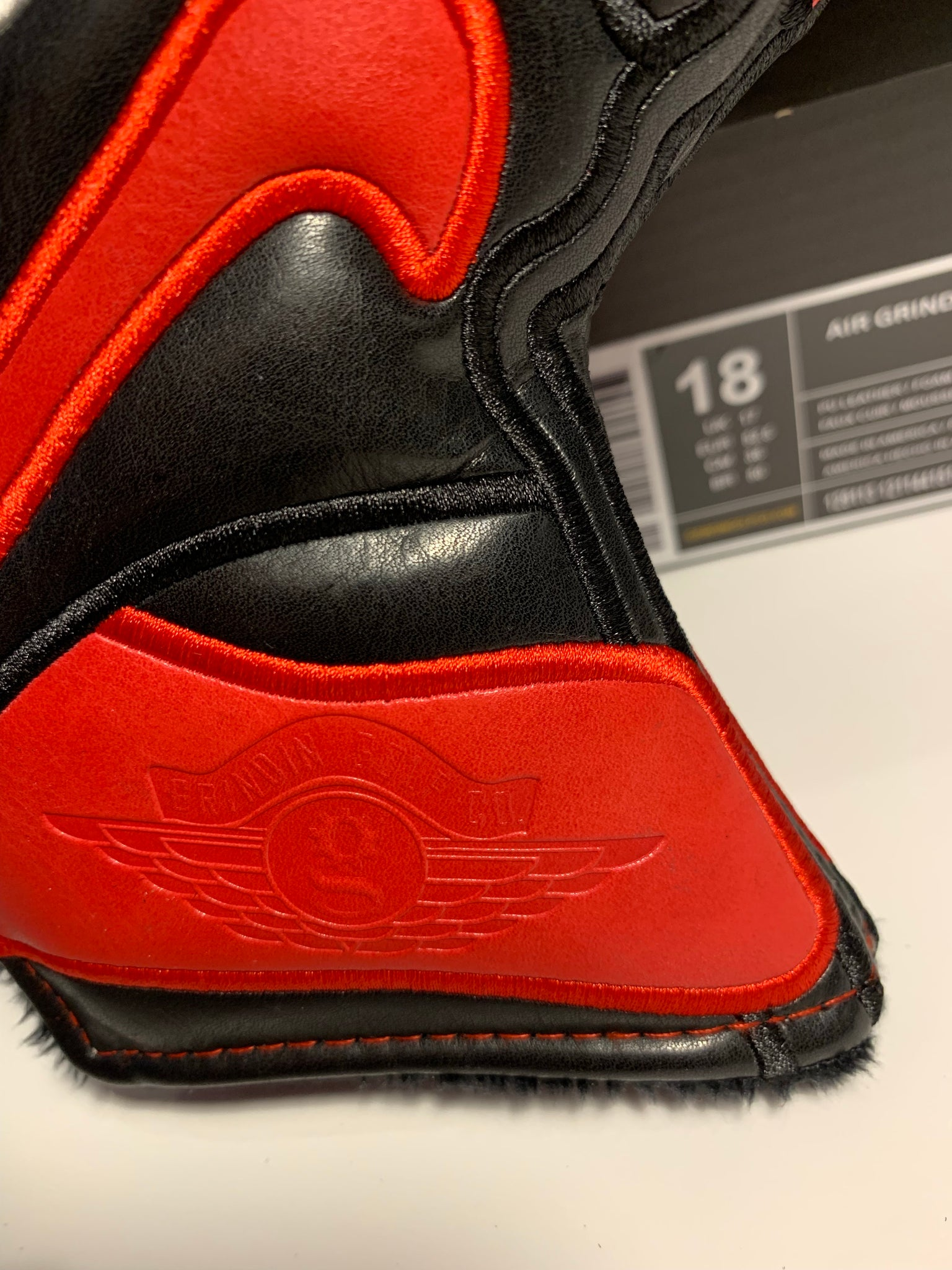 AJ 1 Blade Putter Cover - Black/Red
