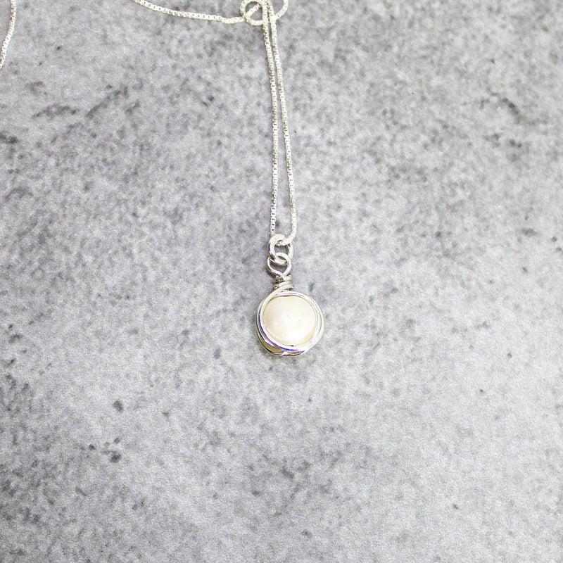 White pearl necklace | bridesmaid necklace