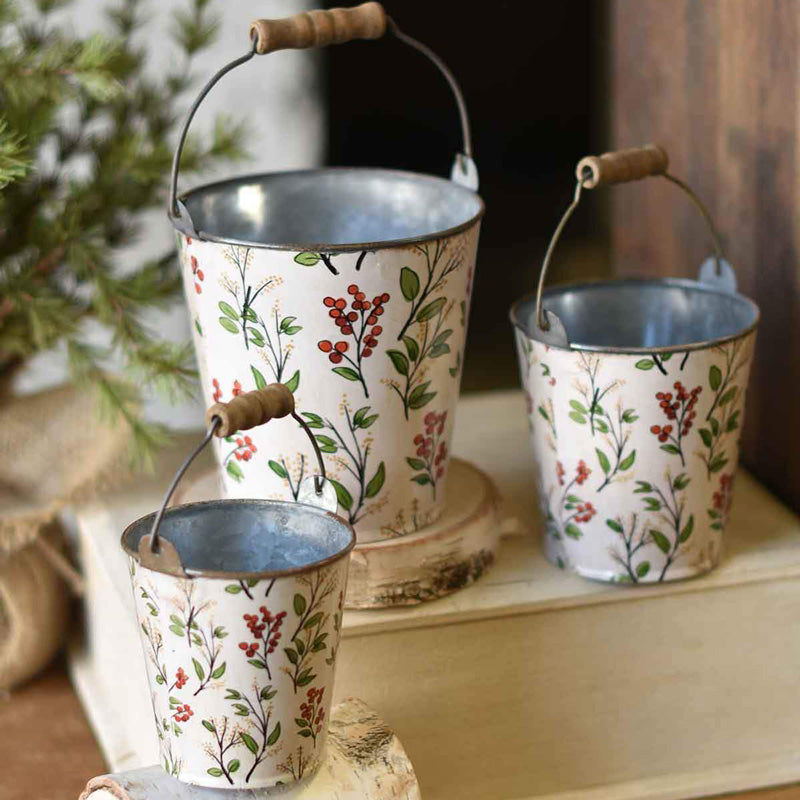 he sweet, vintage inspired berry design on this set of three Berry Buckets works with every season. Our Winter Harbor Berry Buckets look adorable tucked away on a cottage shelf in summer, filled with treasures or pack them with greens during the holiday season.