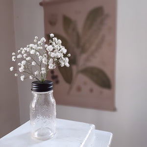 The vintage style clear glass bottle have a black metal twist-off lid that is specially designed to allow small florals to be displayed with ease, which pretty much makes them perfect for creating unique place cards for rustic style table settings or party favors