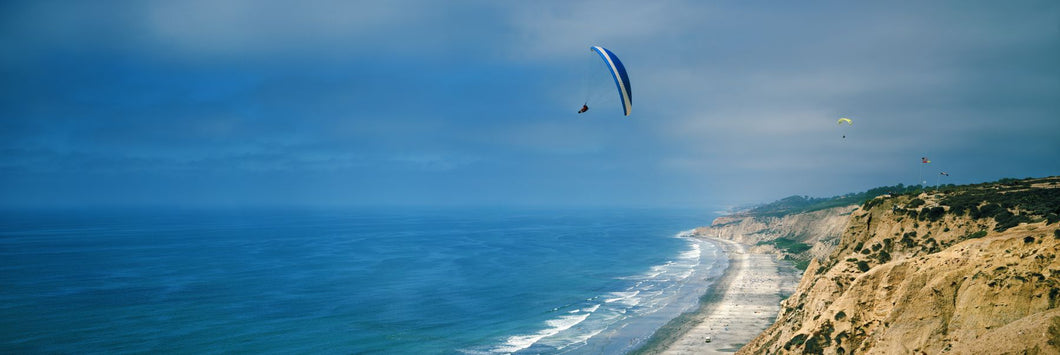 Paragliders over the coast, La Jolla, San Diego, California, USA