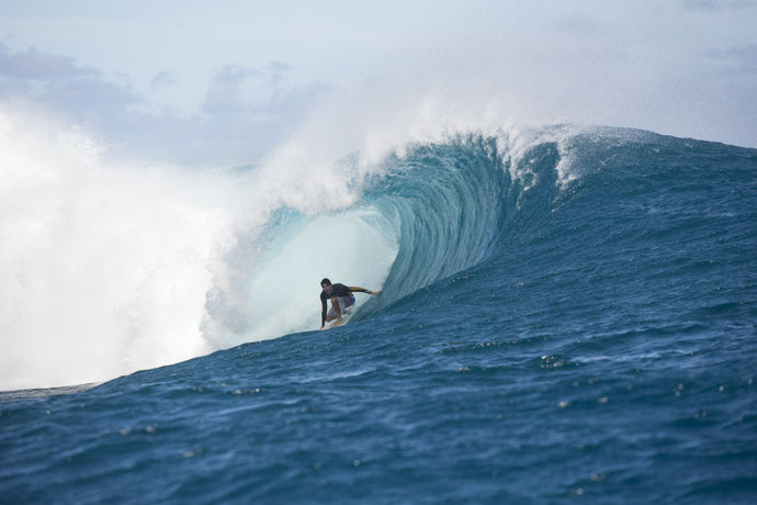 Surfer surfing wave in Pacific Ocean, Moorea, Tahiti, French Polynesia