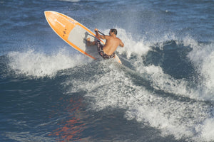 Dave Kalama a famous surfer surfing in the ocean, Ho'Okipa, Maui, Hawaii, USA