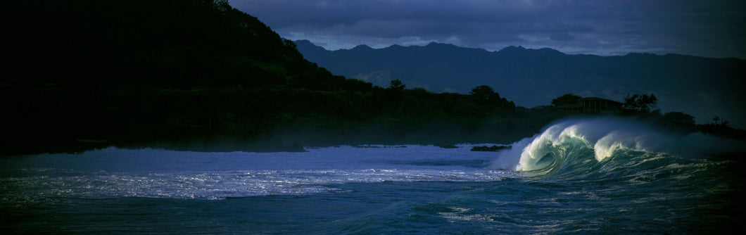 Waves in the Pacific Ocean, Waimea Bay, Oahu, Hawaii, USA