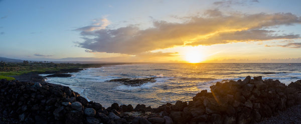 Sunset over the Pacific Ocean, Ninole Cove, Black Sand Beach, Kaieie Heiau, Punaluu, Kau, Hawaii, USA