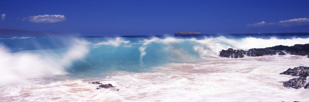 Waves breaking on the rocks, Big Beach, Makena, Maui, Hawaii, USA