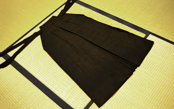 How to put on and fold Hakama 01